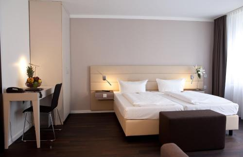 A bed or beds in a room at Manhattan Hotel