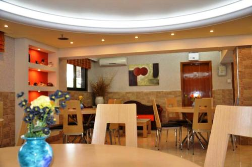 A restaurant or other place to eat at Elli Maria