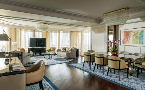 A seating area at Four Seasons Hotel Macao, Cotai Strip