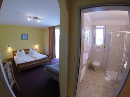 Ein Badezimmer in der Unterkunft Gasthof Zum Lindenhof