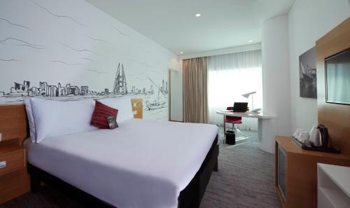 سرير أو أسرّة في غرفة في إيبيس ستايلز المنامة المنطقة الدبلوماسية