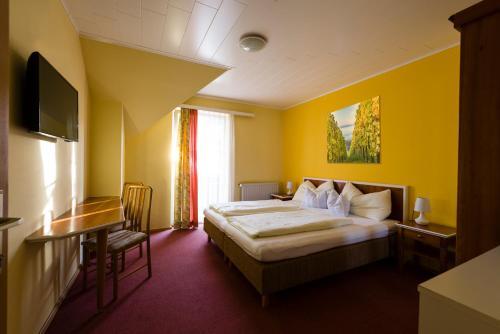Ein Bett oder Betten in einem Zimmer der Unterkunft Altneudörflerhof Hotel Garni