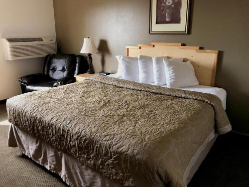 A bed or beds in a room at Super 8 by Wyndham Moscow