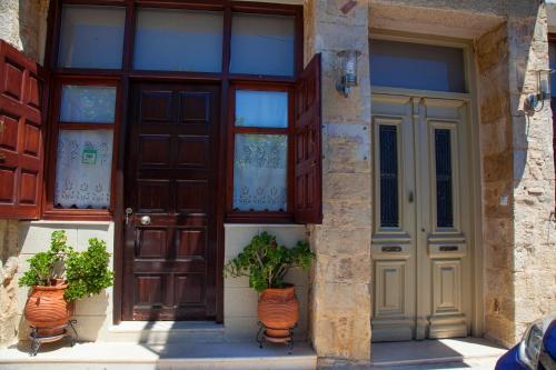 Фасада или вход на Enatha