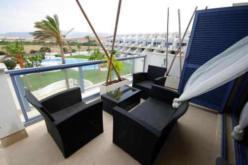 Ein Balkon oder eine Terrasse in der Unterkunft Livingtarifa Reserva de los Lances