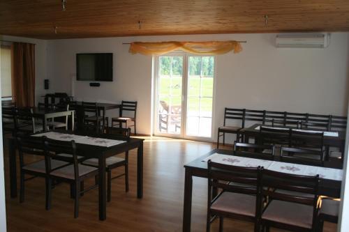 Restoran või mõni muu söögikoht majutusasutuses Põnka Guesthouse