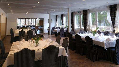 A restaurant or other place to eat at Golfhotel Hebelhof