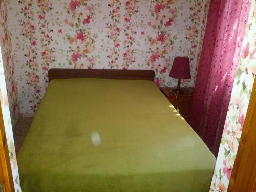 Кровать или кровати в номере Apartment Na Sverdlova