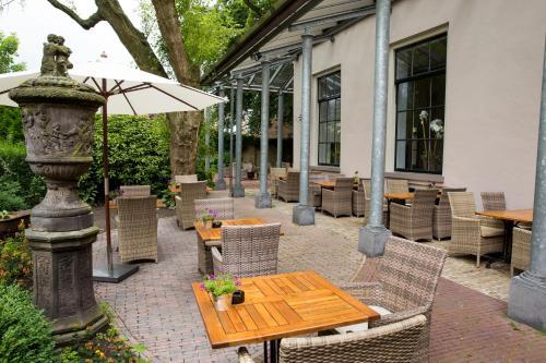 A porch or other outdoor area at Fletcher Hotel Paleis Stadhouderlijk Hof