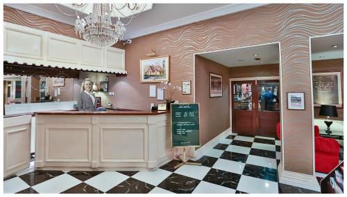 Hall ou réception de l'établissement Eviston House Hotel