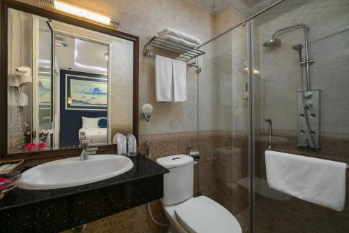 A bathroom at Hanoi Chic Boutique Hotel