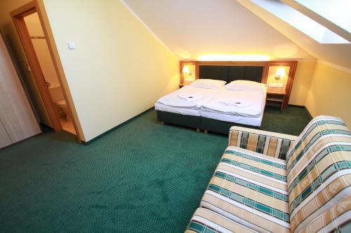 Postel nebo postele na pokoji v ubytování Hotel U Divadla