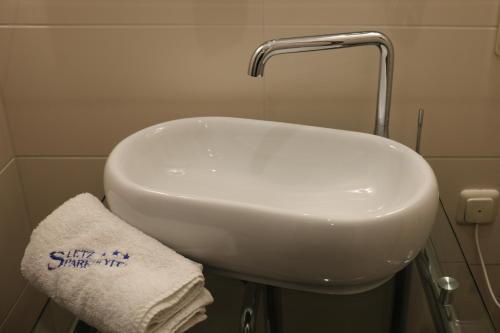 Ein Badezimmer in der Unterkunft Sletz Parkhotel - Superior