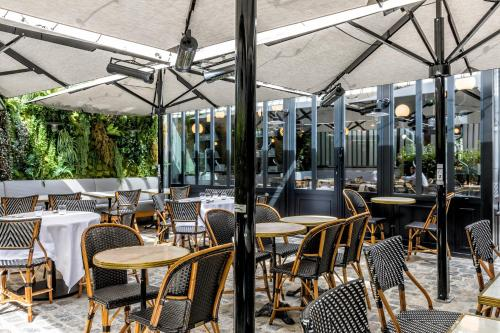 Hotel Restaurant Au Boeuf Couronne Paris, France