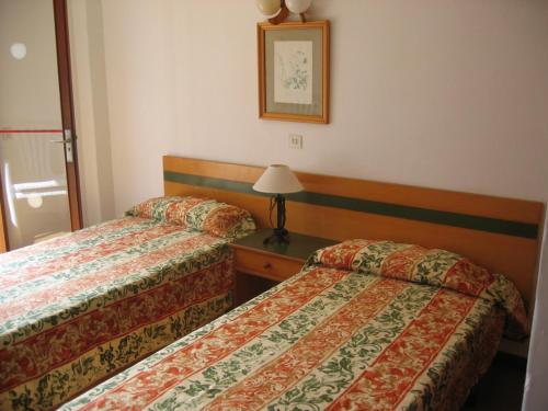 Cama o camas de una habitación en Apartamentos Sol Naixent