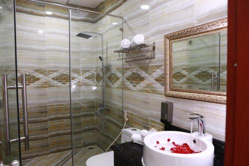 A bathroom at Hung Miami Hotel