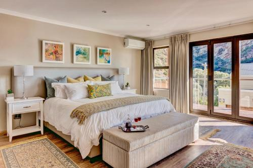 A bed or beds in a room at Protea Point
