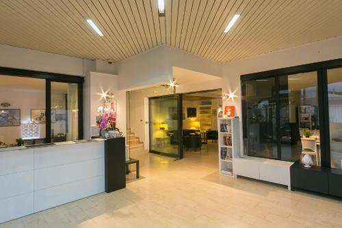 The lobby or reception area at Hotel Riviera