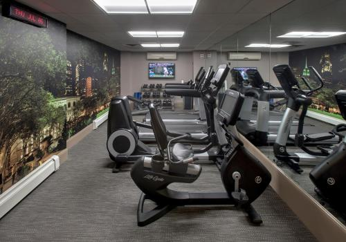 The fitness center and/or fitness facilities at Courtyard by Marriott New York Manhattan/ Fifth Avenue