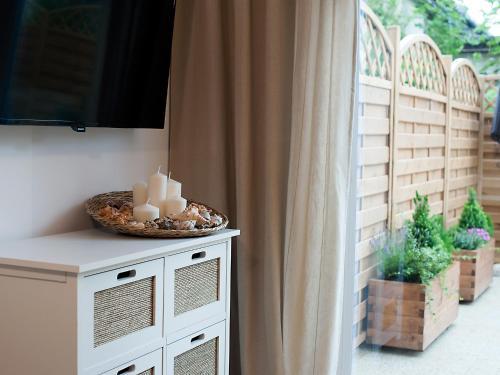 Telewizja i/lub zestaw kina domowego w obiekcie Apartamenty Amko Style Barrakuda Wiila Nord