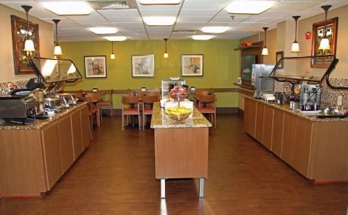 A restaurant or other place to eat at Best Western Plus Universal Inn