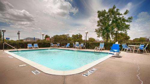 The swimming pool at or near Best Western Northwest Inn