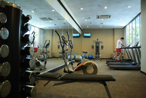 The fitness center and/or fitness facilities at Grand Borneo Hotel