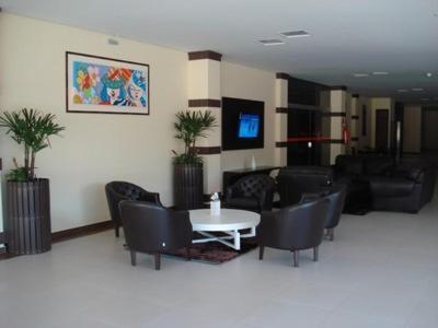 O saguão ou recepção de Flamboyant Suite Hotel