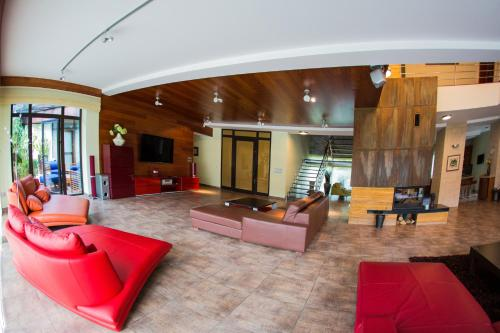 Hol lub recepcja w obiekcie Luxury Villa & SPA