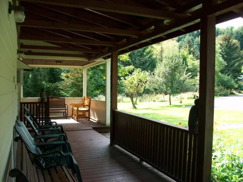 A balcony or terrace at Mohican Motel