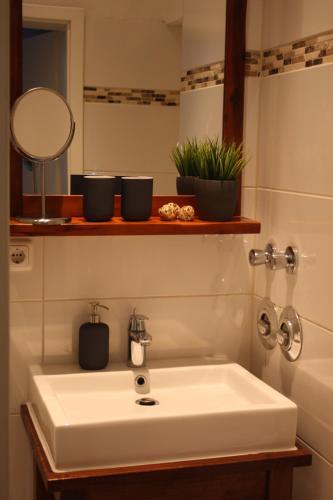 A bathroom at Silentio Schletterstrasse