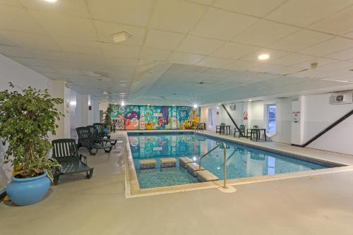 The swimming pool at or near The Grand Burstin Hotel
