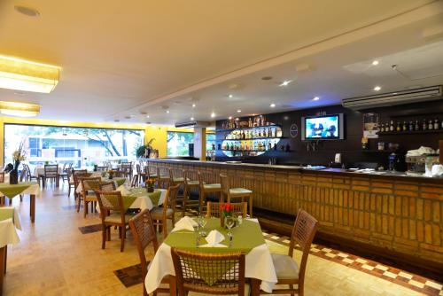 A restaurant or other place to eat at Tri Hotel Executive Caxias