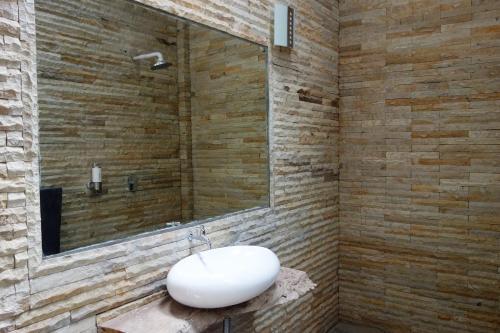 A bathroom at Pulau Weh Paradise