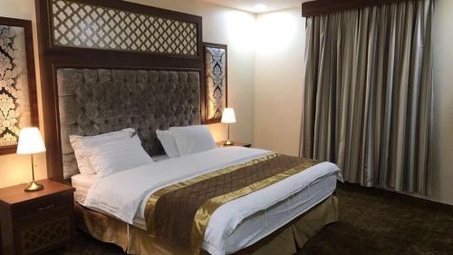 سرير أو أسرّة في غرفة في منازل الساهر للوحدات السكنية فرع 1