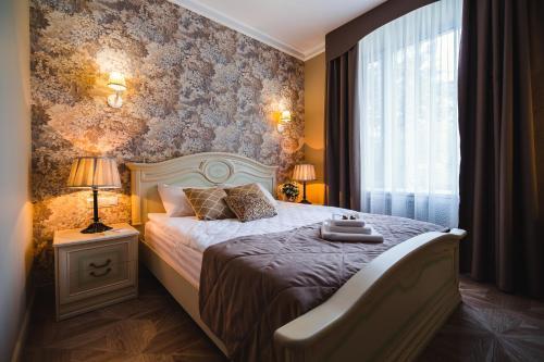 Кровать или кровати в номере Бутик Отель Ренессанс