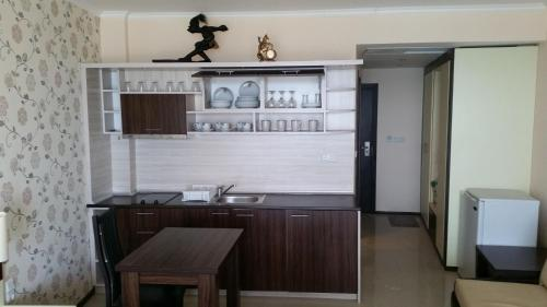 Kuchyňa alebo kuchynka v ubytovaní Apartment in Grand Hotel Sveti Vlas