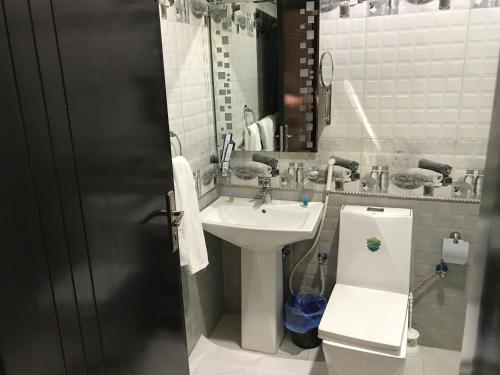 حمام في منتجع الوسام جاردن للنزل السياحية