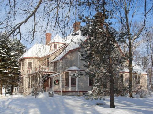 Elmwood Heritage Inn during the winter