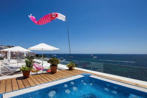 Der Swimmingpool an oder in der Nähe von Sud Ibiza Suites