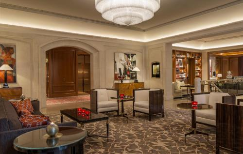 Hall o reception di Four Seasons Hotel Prague