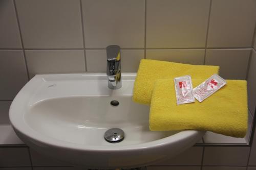 A bathroom at Jugendherberge Heidelberg International