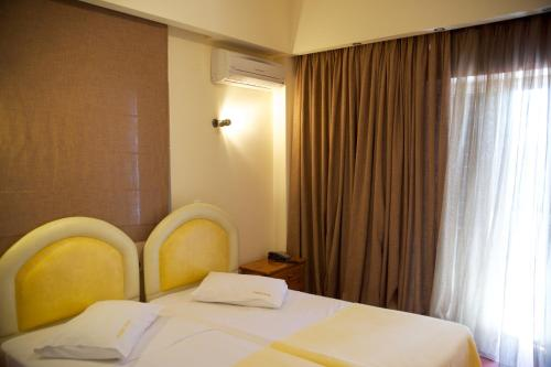A bed or beds in a room at Hotel Drosia