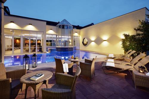 المسبح في Lindner Hotel & Spa Binshof أو بالجوار