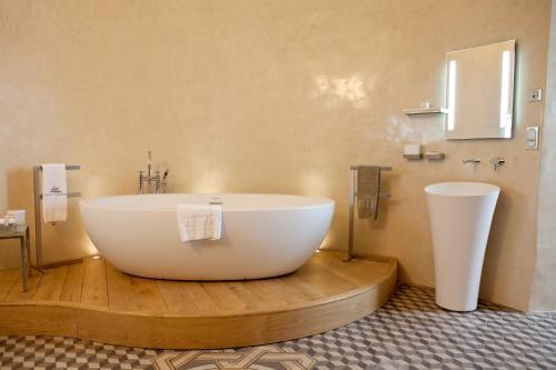 A bathroom at Château de Mercuès