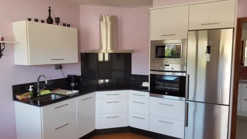 A kitchen or kitchenette at Casa Rural Oscar