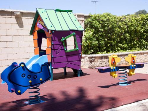 Zona de juegos infantil en Hotel Restaurante Cadosa