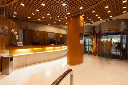The lobby or reception area at Silken Luis de León