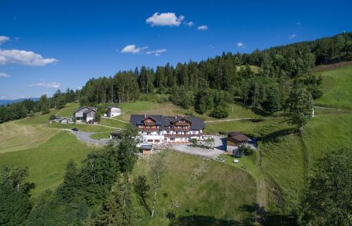Letecký snímek ubytování Hotel Schröckerhof