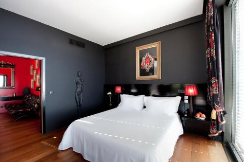 A bed or beds in a room at Farol Hotel